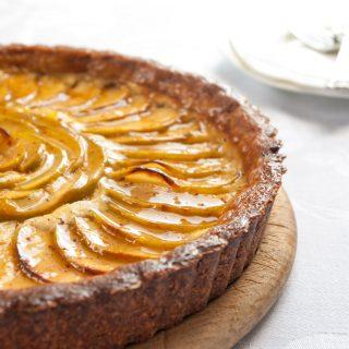 Apple cheesecake tart