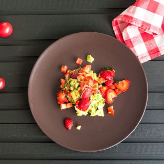 Avocado Salad with Strawberries, Basil and Chilli – Creamy avocado and fresh strawberries with basil, chilli and a tart lime dressing. Sweet, tart, savoury, spicy and creamy, all in one healthy, summer salad recipe. By @deliciouscratch | deliciousfromscratch.com