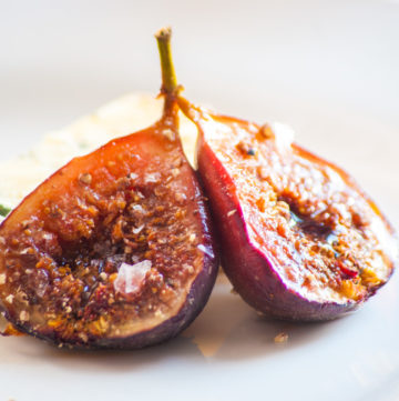 Baked Figs with Balsamic – A recipe for lightly caramelised, roasted figs with a touch of tart balsamic vinegar, sea salt and black pepper. Great addition to a cheese board or serve with vanilla ice cream. By @deliciouscratch | deliciousfromscratch.com