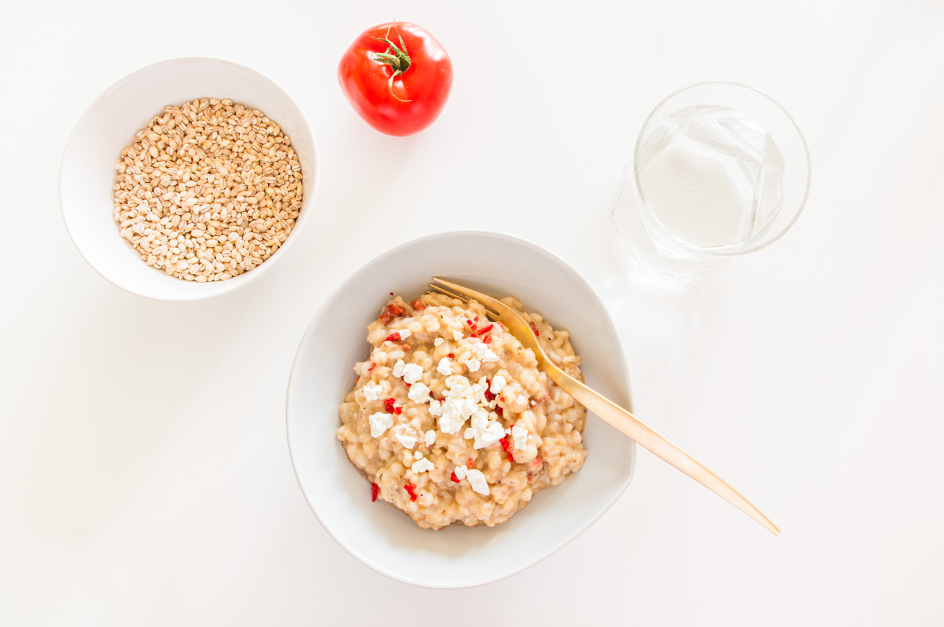 Barley Risotto with Cauliflower and Sun-dried Tomato – A healthy, no-stir risotto recipe using wholegrain barley with a creamy cauliflower sauce and tangy tomatoes. A nutritious vegetarian dinner. By @deliciouscratch | deliciousfromscratch.com