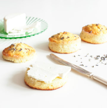 Lavender Scones with Cheese – At their best English scones are tender, moist and fluffy inside. A touch of dried lavender makes a beautifully delicate seasoning, especially when paired with a lovely cheese. A great recipe for a savoury afternoon tea. By @deliciouscratch | deliciousfromscratch.com