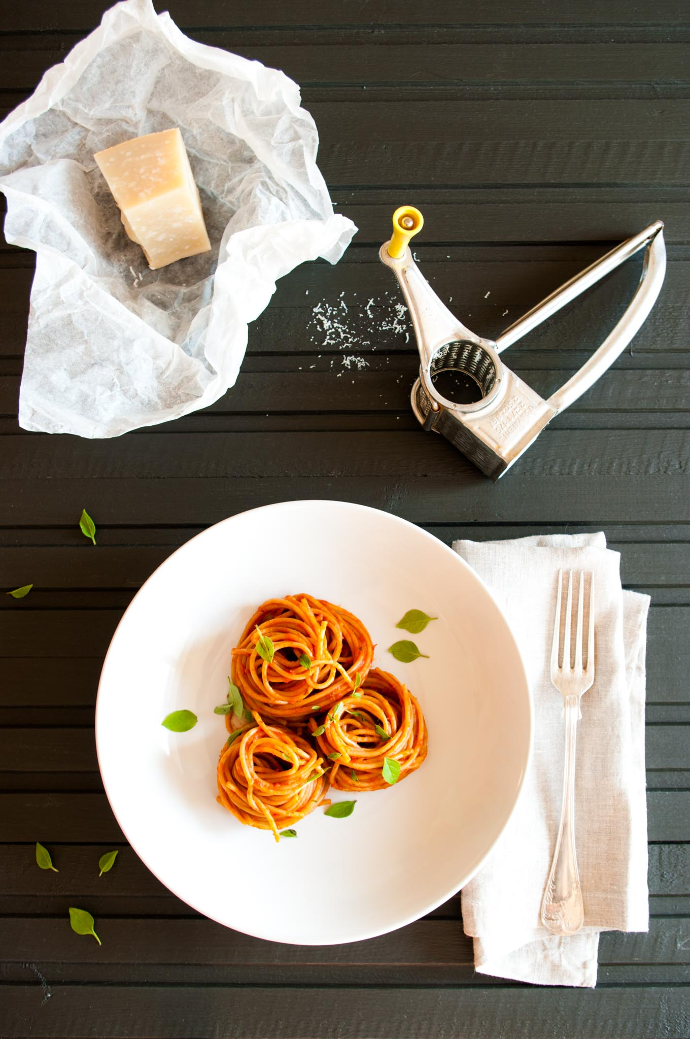 Marcella Hazan's Tomato Sauce – This classic Italian tomato sauce recipe for pasta comes from the legendary Marcella Hazan. Flavoured with butter and red onion, it is simple, requires minimal preparation and tastes fantastic. Excellent with the hearty flavours of whole wheat pasta. By @deliciouscratch | deliciousfromscratch.com