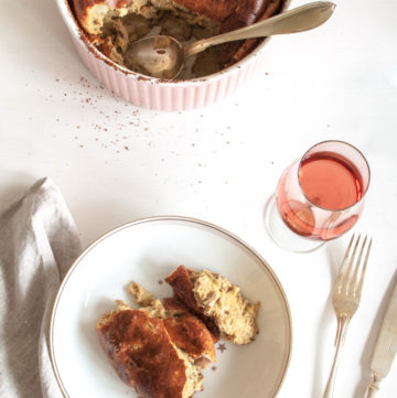 Mushroom Soufflé with Parmesan – This autumn soufflé recipe uses wholegrain rye flour in the base, seasoned with garlic mushrooms and Parmesan cheese. An elegant vegetarian main course or entree. By @deliciouscratch | deliciousfromscratch.com