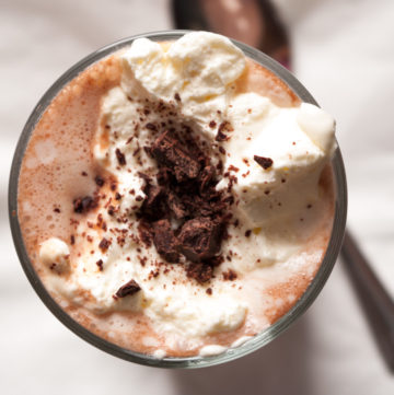 Real Hot Chocolate – A simple recipe for hot chocolate with only three ingredients. Whole milk, dark chocolate and a dollop of whipped cream. Just as it should be. A warming, indulgent winter drink. By @deliciouscratch | deliciousfromscratch.com