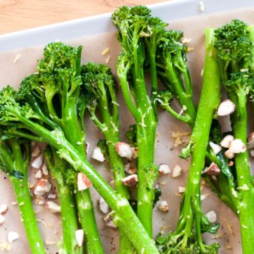 Sautéed Tenderstem with Lemon and Nuts – Lightly sautéed Tenderstem broccoli with a squeeze of fresh lemon juice and roasted hazelnuts. A super quick, healthy side dish recipe. By @deliciouscratch | deliciousfromscratch.com