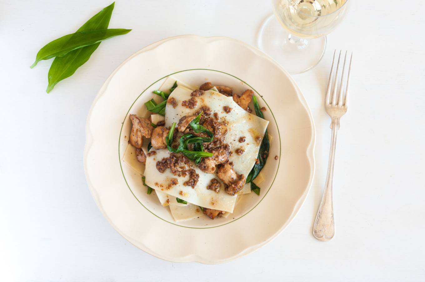 Spring Lasagne with Mushrooms and Wild Garlic – Wild mushrooms, sautéed with butter, caramelised garlic and cream, layered with handmade pasta and wilted wild garlic. Elegant vegetarian main course. By @deliciouscratch | deliciousfromscratch.com