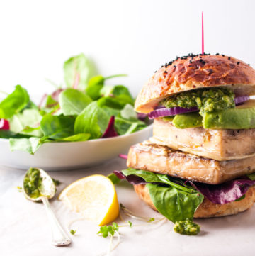 Tempura Tofu Veggie Burgers – This recipe for incredible crispy tempura tofu burgers are packed with flavour and nutrition. Meaty and satisfying, with slices of creamy avocado and tangy coriander pesto – a health sensation! By @deliciouscratch | deliciousfromscratch.com