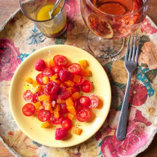 Tomato Salad with Raspberry – This fruity summer salad recipe has fresh tomatoes, peppers and raspberries in a tangy rosé wine dressing. A colourful, healthy side salad for a summer lunch. By @deliciouscratch | deliciousfromscratch.com