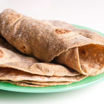 Whole Wheat Tortilla Wraps – Very easy to make and roll out and much better than supermarket wholegrain wraps, which are packed with additives and preservatives. Make healthy lunch wraps or Mexican-themed dinner. Can be made in bulk and frozen. By @deliciouscratch | deliciousfromscratch.com