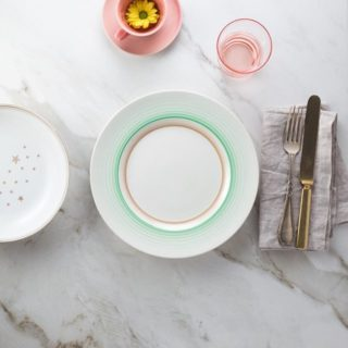 Beige, green + pink tablesetting