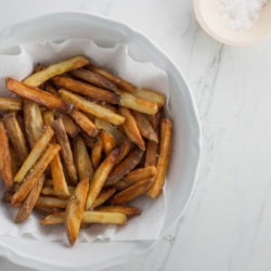 Healthy oven chips recipe with sriracha mayonnaise